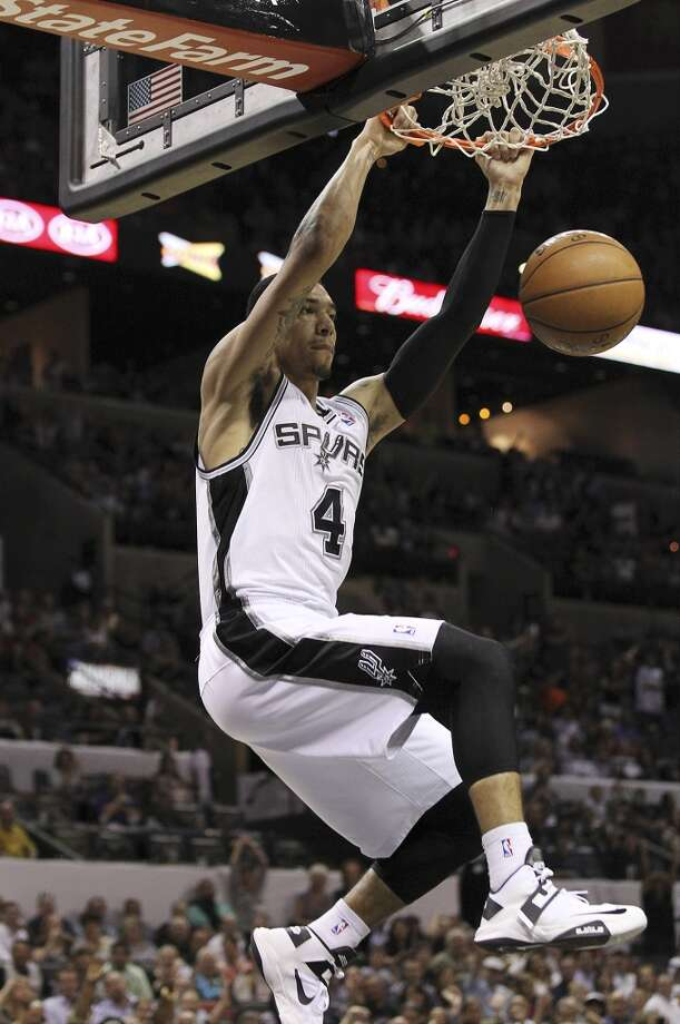 The Spurs\' Danny Green (4) dunks against the Sacramento Kings in the second half at the AT&T Center on Friday, Apr. 12, 2013. Spurs defeated the Kings, 108-101.
