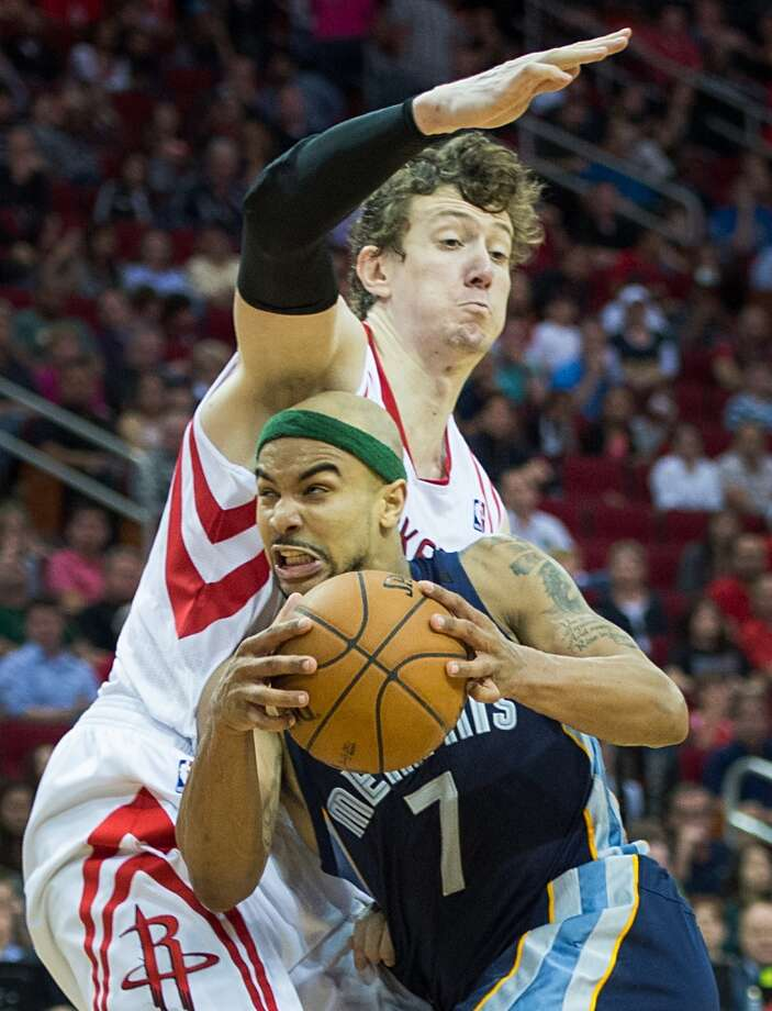 Grizzlies point guard Jerryd Bayless drives past Rockets center Omer Asik. Photo:  Smiley N. Pool, Houston Chronicle