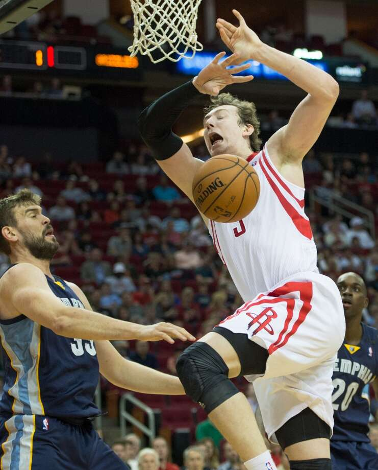 Rockets center Omer Asik has the ball knocked away by Grizzlies center Marc Gasol. Photo:  Smiley N. Pool, Houston Chronicle