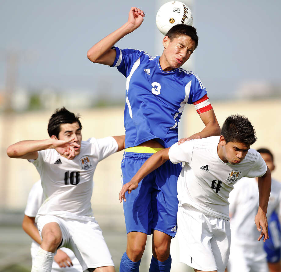 Jay's Luis Sanchez, center, outjumps Hanna's Carlos Acevedo, left, and Adrian Moncada during game action of the Region IV-5A boys final at the North East Soccer Stadium on Saturday, April 13, 2013. Hanna won 2-0. MICHAEL MILLER / FOR THE EXPRESS-NEWS Photo: Michael Miller, Express-News / For the Express-News