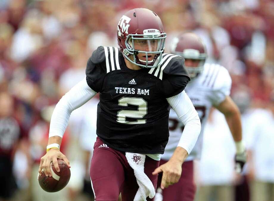 Texas A&M Aggies quarterback Johnny Manziel (2) scrambles with the ball during the first half of the Texas A&M University's Maroon & White, spring game at Kyle Field, Saturday, April 13, 2013, in College Station. Photo: Karen Warren, Houston Chronicle / © 2013 Houston Chronicle