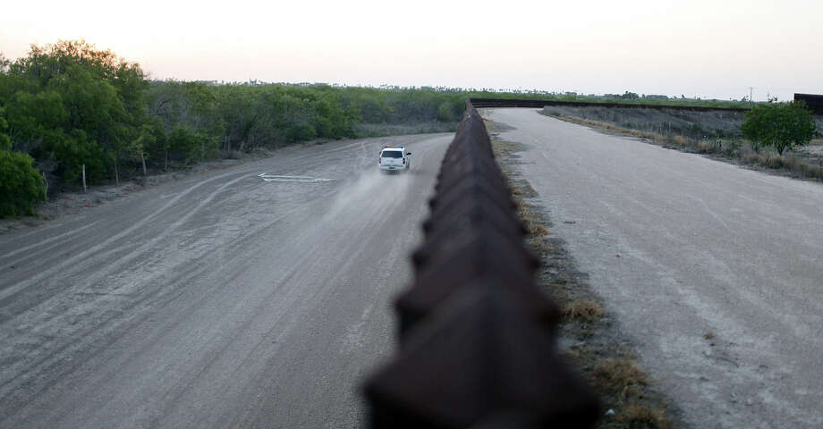A Border Patrol vehicle drives along the border fence in Penitas. The area is seeing a rise in illegal immigration. Photo: Edward A. Ornelas / San Antonio Express-News