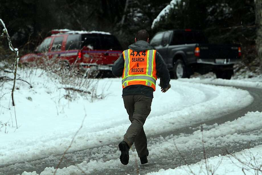 A rescue team member runs toward a staging area near Snoqualmie Pass in Washington state, where a snowshoer died after being dug out of a snowbank following a Saturday avalanche. Photo: Ken Lambert, Associated Press