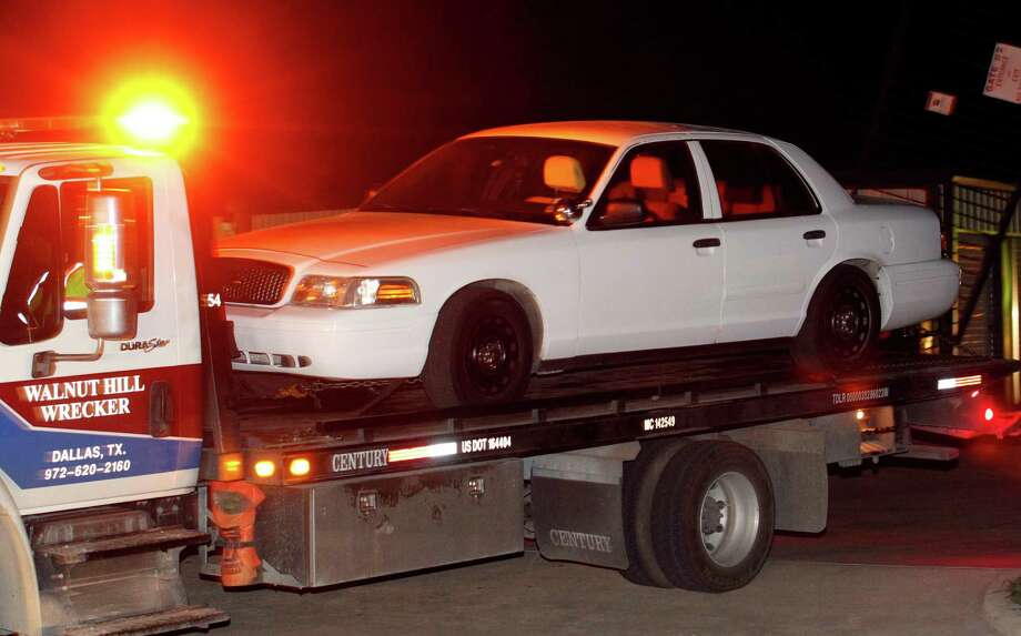 FBI, Texas Rangers and ATF agents searched a storage unit at Gibson Self Storage in Seagoville, Texas on April 13, 2013, where they found and removed a Ford Crown Victoria with no licence plates. The unit is believed to belong to former Kaufman justice of the Peace Eric L Williams. Photo: Michael Ainsworth / NS_13Region2-4A-12.jpg