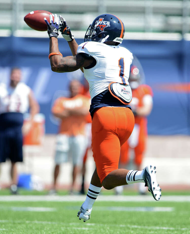 UTSA wide receiver Kam Jones (1) makes a catch across the middle of the field during the UTSA football spring game at the Farris Stadium, Sunday, April 14, 2013. 
