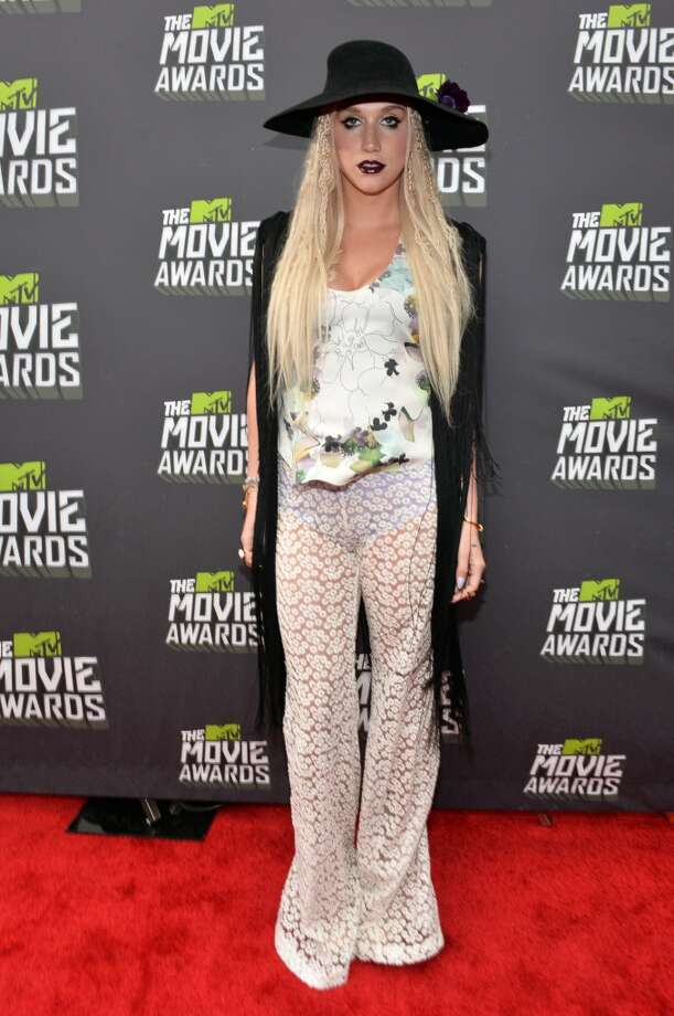 CULVER CITY, CA - APRIL 14:  Singer Ke$ha arrives at the 2013 MTV Movie Awards at Sony Pictures Studios on April 14, 2013 in Culver City, California.  (Photo by Alberto E. Rodriguez/Getty Images)
