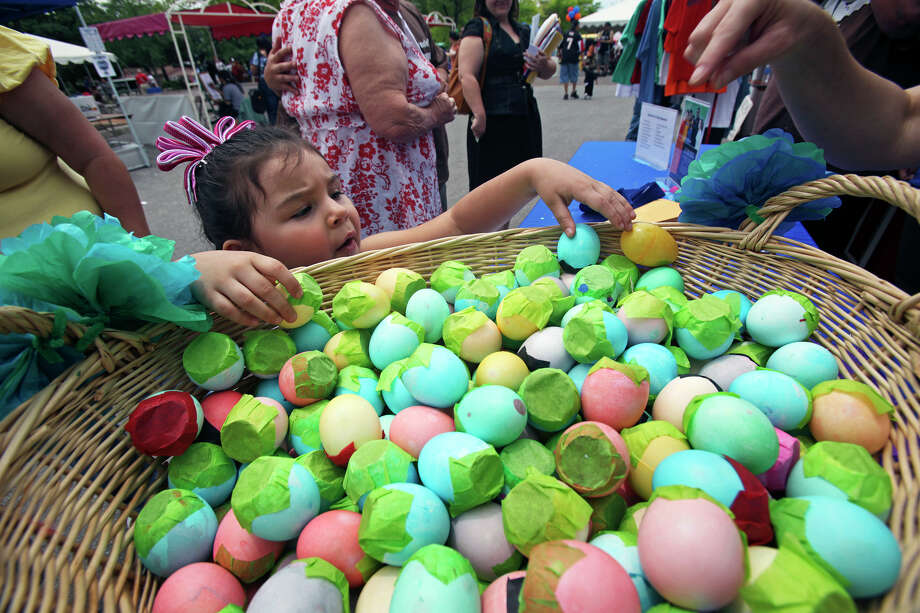 Chloe Sifuentes, 3, reaches to get a cascarón out of a basket at the St. Philips College Culture Fest and Rib Cook-off in April 2009. Photo: Tom Reel, San Antonio Express-News / treel@express-news.net