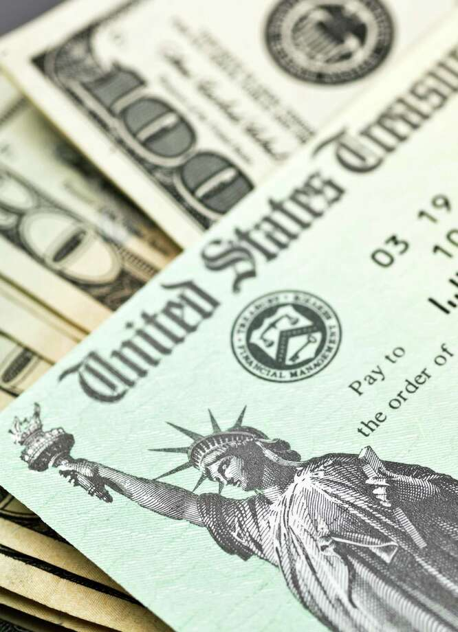 The average federal income tax refund was $2,790 as of March 29. So what does $3,000 get you in 2013, anyway? Here's a list:By Jessica Belasco, Staff Writer. Contributors: Michael Quintanilla, René Guzman, Hector Saldaña, Karen Haram, Edmund Tijerina, Jim Beal, Richard A. Marini, Stefanie Arias. Slideshow compiled by Merrisa Brown, mySA.com. Photo: Juanmonino, E+ / Getty Images / (c) Juanmonino