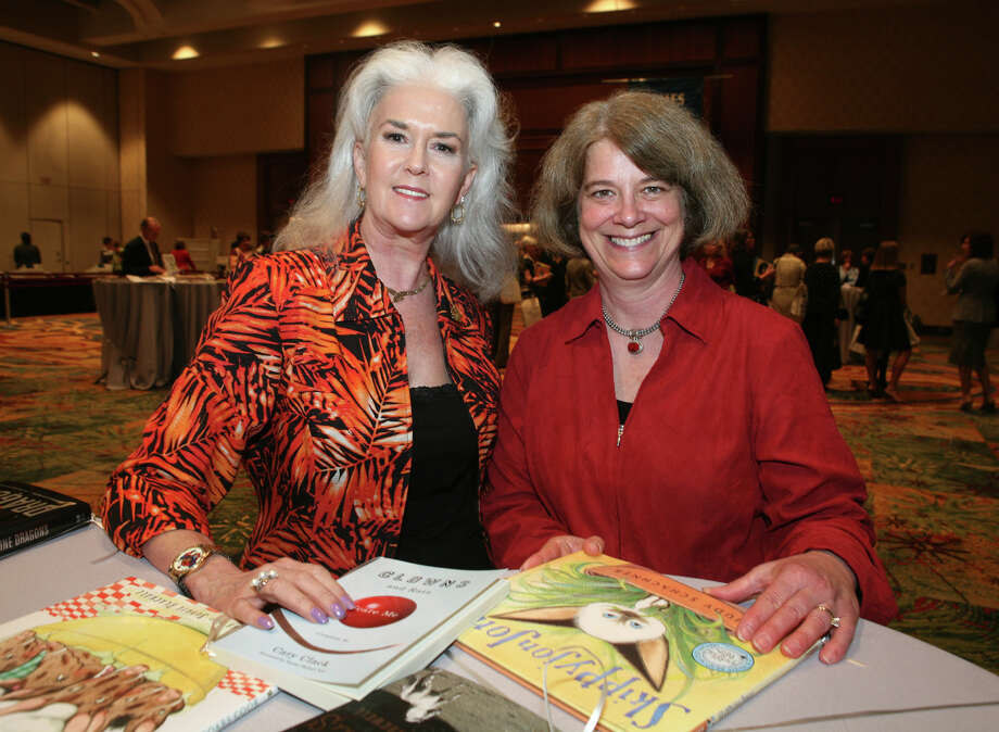 Kathy MacNaughton and Heloise (Guests) were at the Book & Author Luncheon on 10/21/2009 at the Marriott Rivercenter Hotel.  Photo: LELAND A. OUTZ, SPECIAL TO THE EXPRESS-NEWS / SAN ANTONIO EXPRESS-NEWS