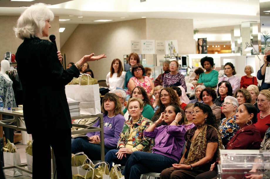Longtime author, columnist and cover girl Heloise presents a program at Dillards North Star Mall in San Antonio in 2010. Photo: J. MICHAEL SHORT, SPECIAL TO THE EXPRESS-NEWS / THE SAN ANTONIO EXPRESS-NEWS