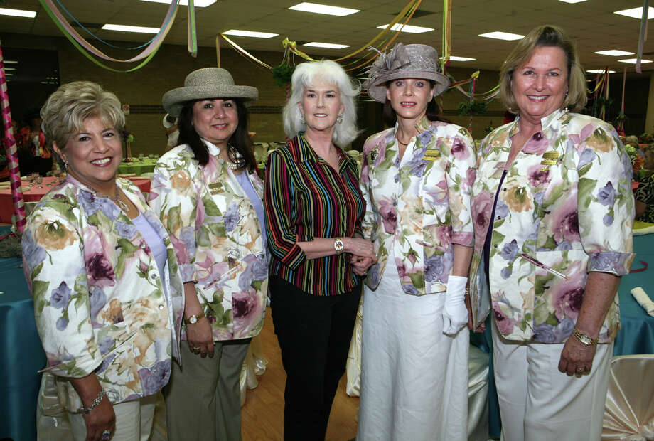 Margie Flores, Rita Young (Alzafar Divan Ladies), Heloise (Speaker), Janet Reyes (1st Lady) and Cheryl Jones (Alzafar Divan Lady) were at the 50 Years of Heloise event on 5/8/2010 at the SA Shrine Auditorium.  Photo: LELAND A. OUTZ, SPECIAL TO THE EXPRESS-NEWS / SAN ANTONIO EXPRESS-NEWS