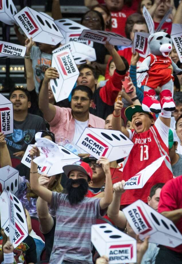 Rockets fans try to distract a Kings free throw shooter on fan appreciation night. Photo: Smiley N. Pool, Houston Chronicle