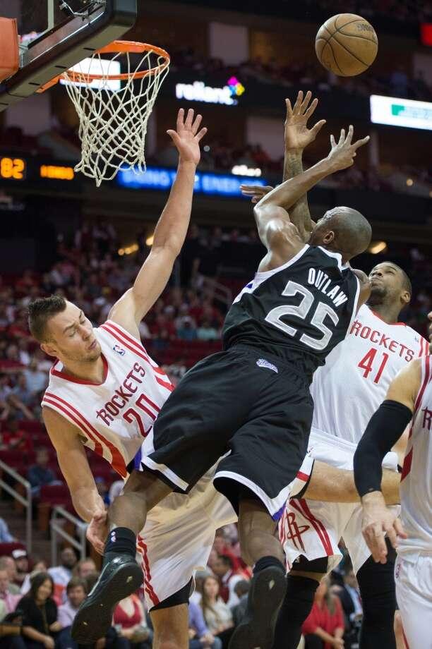 Rockets forwards Thomas Robinson (41) and Donatas Motiejunas (20) defend against Kings small forward Travis Outlaw (25). Photo: Smiley N. Pool, Houston Chronicle