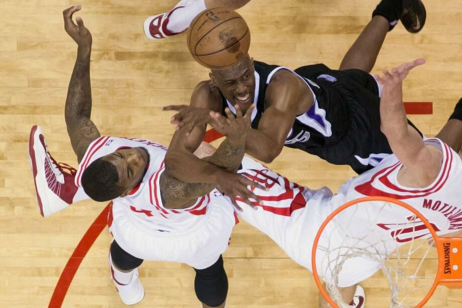 Rockets forwards Thomas Robinson (41) and Donatas Motiejunas (20) defend against Kings small forward Travis Outlaw (25).