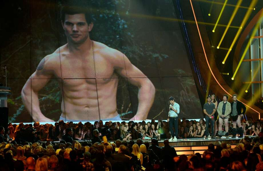 CULVER CITY, CA - APRIL 14:  Actor Taylor Lautner accepts Best Shirtless Performance onstage during the 2013 MTV Movie Awards at Sony Pictures Studios on April 14, 2013 in Culver City, California.  (Photo by Kevork Djansezian/Getty Images)