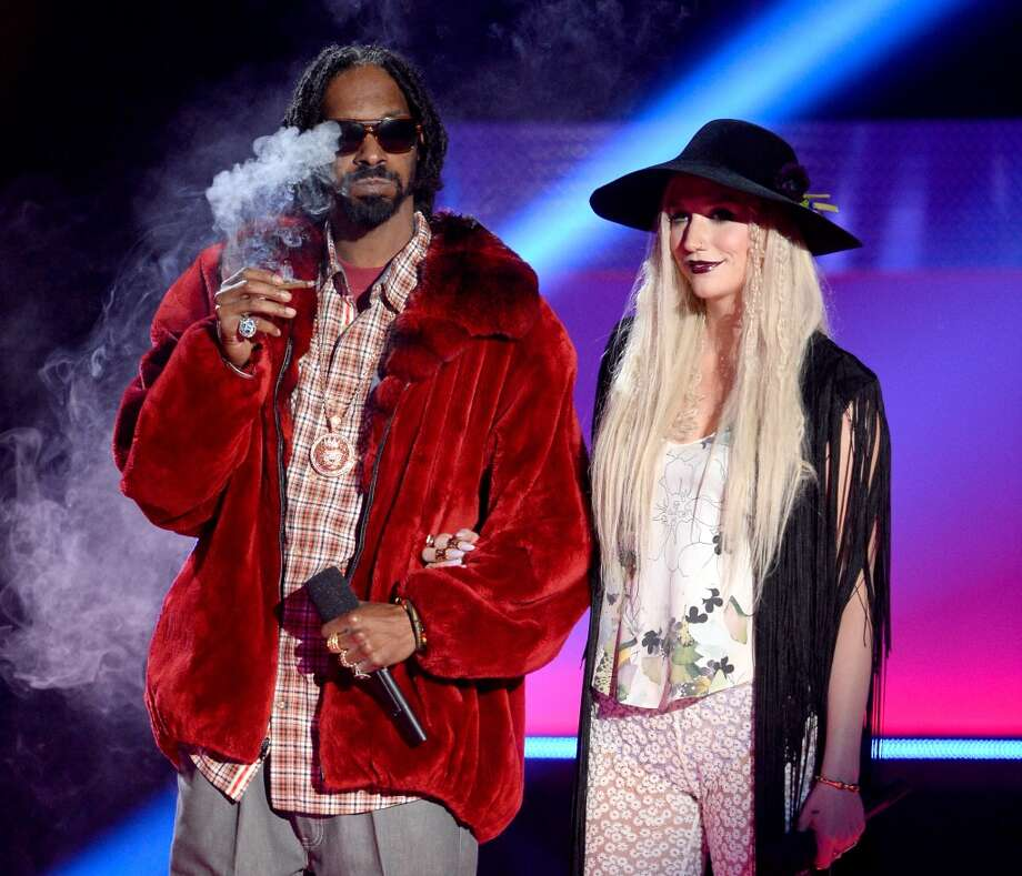 CULVER CITY, CA - APRIL 14:  Rapper Snoop Dogg and singer Ke$ha speak onstage during the 2013 MTV Movie Awards at Sony Pictures Studios on April 14, 2013 in Culver City, California.  (Photo by Kevork Djansezian/Getty Images)