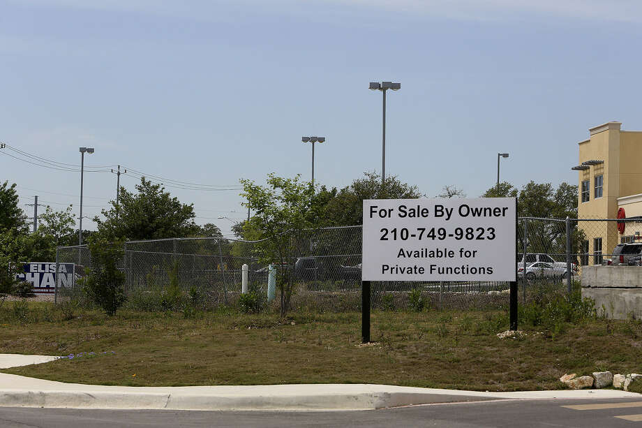 City Councilwoman Elisa Chan's office is next to the proposed site of a new library on Evans Road. A reader says Chan's ethics lapse and another by the mayor illustrate the current state of city politics. Photo: Lisa Krantz, San Antonio Express-News