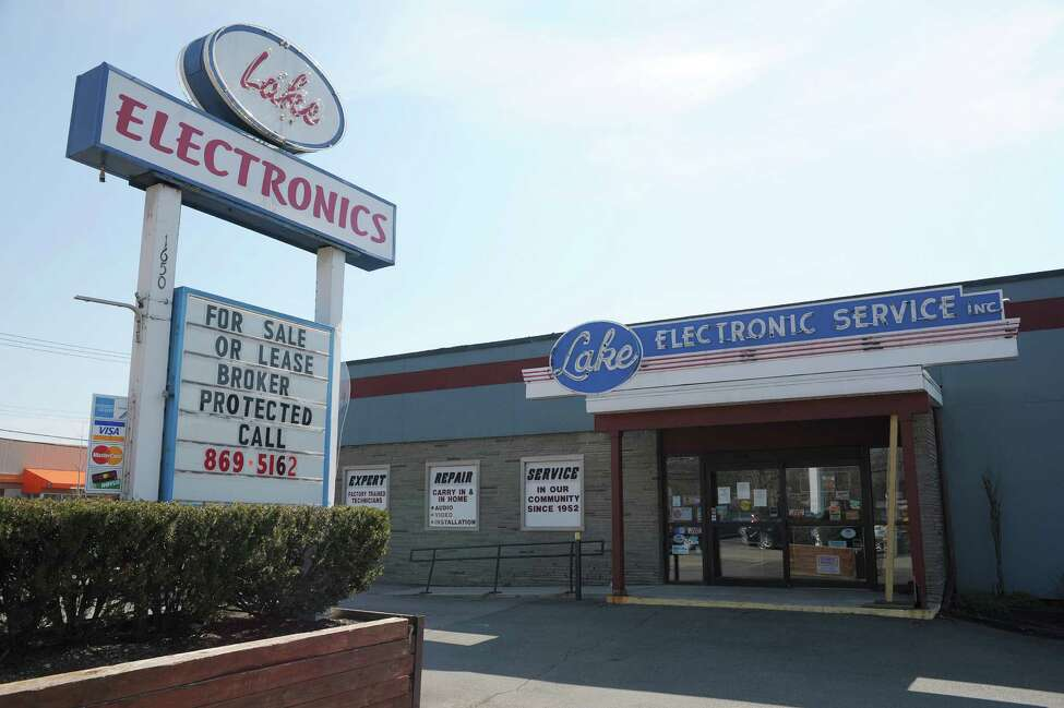A view of Lake Electronics store on Central Ave. on Monday, April 15, 2013 in Colonie, NY. The store has recently closed. (Paul Buckowski / Times Union)