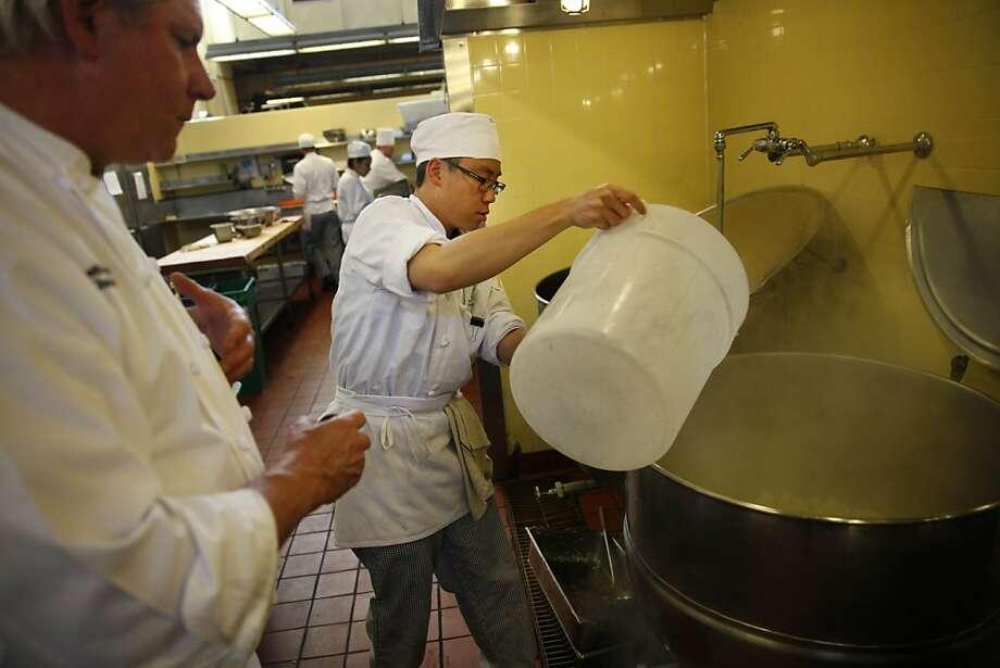 Chef instructor Keith Hammerich (l to r) watches Jeffrey Chan, 25, preparing a kettle to blanch cauliflower. Photo: Lea Suzuki, The Chronicle