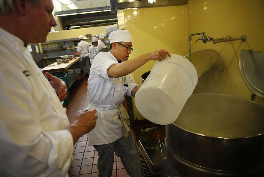 Chef instructor Keith Hammerich (l to r) watches Jeffrey Chan, 25, preparing a kettle to blanch cauliflower. Photo: Lea Suzuki, The Chronicle
