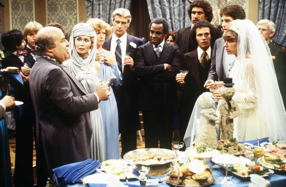 Episode 27 - Season Two - 9/21/78 Danny and Elaine (Ted Wass and Dinah Manoff, right) marry and learn that Elaine\'s father (guest star Sorrell Booke, left, as Charles Lefkowitz) has cut her off. Jay Johnson  (Chuck/Bob), Katherine Helmond (Jessica), Cathryn Damon (Mary), Richard Mulligan (Burt), Robert Guillaume (Benson), Billy Crystal (Jodie) and Arthur Peterson (The Major) also starred. (ABC/JIM BRITT)