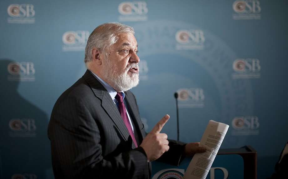 Rafael Moure-Eraso, U.S. Chemical Safety Board chairman, comments on his report. Photo: Noah Berger, Special To The Chronicle
