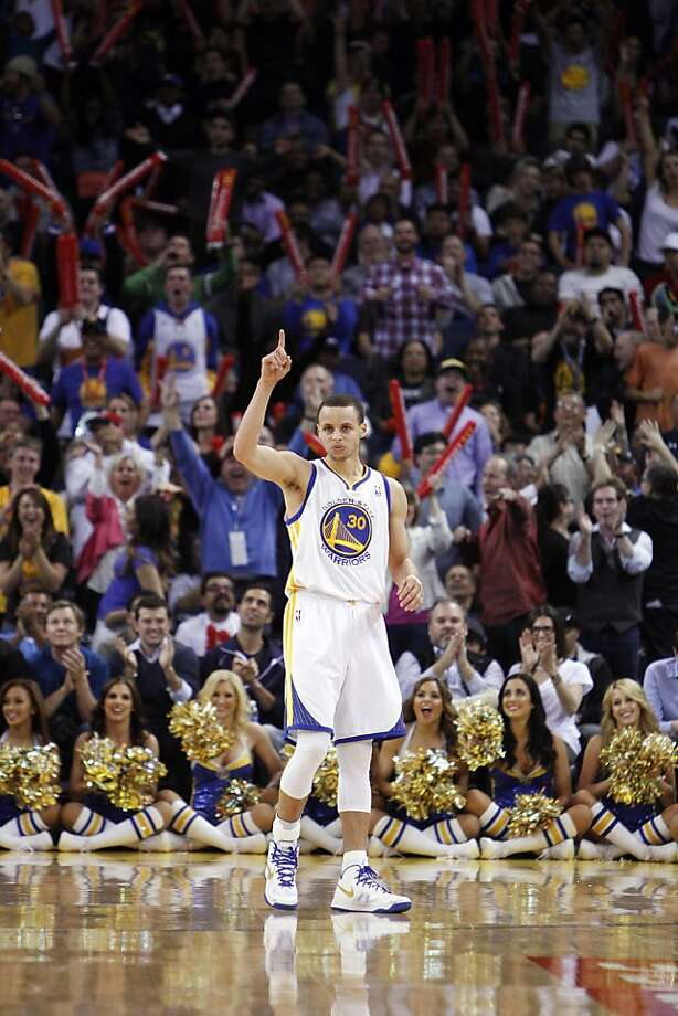 Stephen Curry celebrates one of his seven three- pointers. He's one shy of Ray Allen's season record. Photo: Carlos Avila Gonzalez, The Chronicle