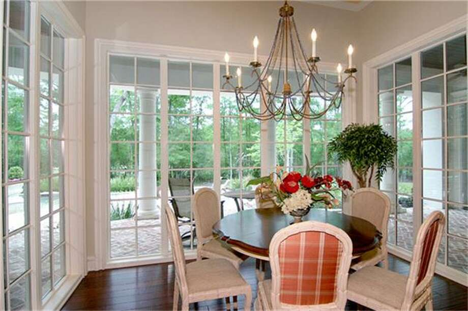 Breakfast room Photo: RE/MAX Carlton Woods