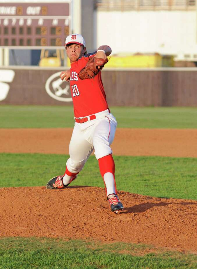 Dulles senior pitcher Dakota Mills (20). Dulles baseball recorded a 3-2 District 23-5A victory at Kempner on 4-12-13. Photo: L. Scott Hainline / Freelance