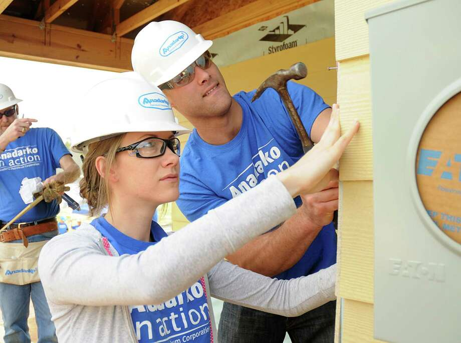 Anadarko volunteers Alisa Harvey and Albert Starcher, of Conroe, nail trim for Anadarko's new Montgomery County Habitati for Humanity house in the Habitat's Cedar Creek community in Conroe. Photo: David Hopper, Freelance / freelance