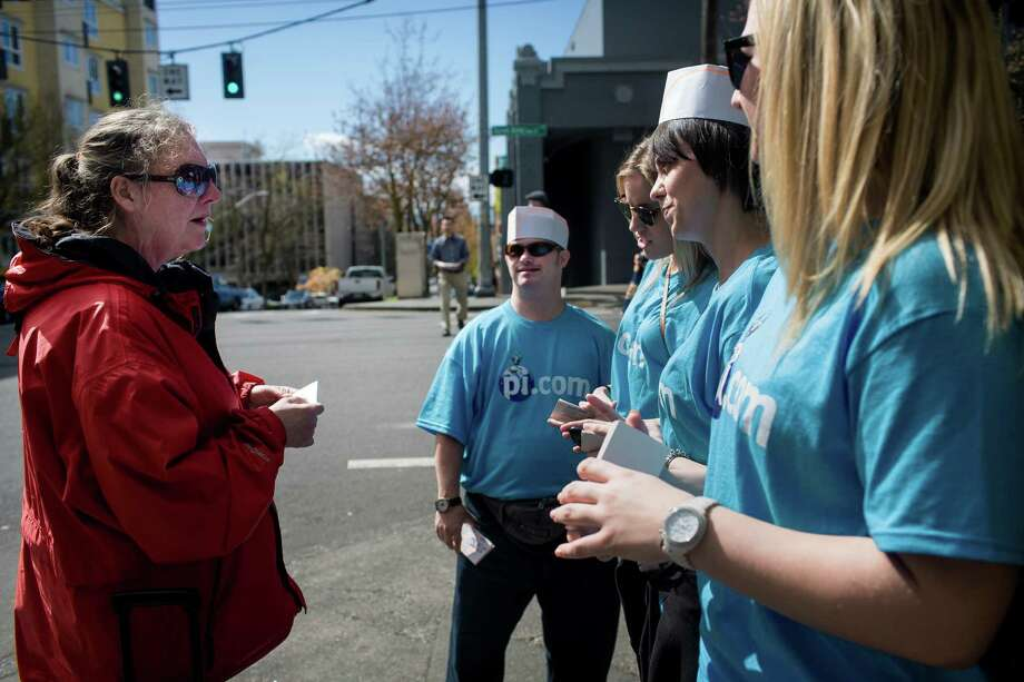 P-I staff members hand out Dick's dollars to customers during a promotional event at Dick's Drive-In on Queen Anne. Photo: JORDAN STEAD, SEATTLEPI.COM / SEATTLEPI.COM