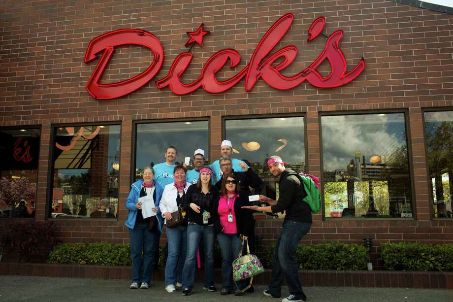 People gather at Dick's Drive-In during the promotion thanking readers. Photo: JORDAN STEAD, SEATTLEPI.COM / SEATTLEPI.COM