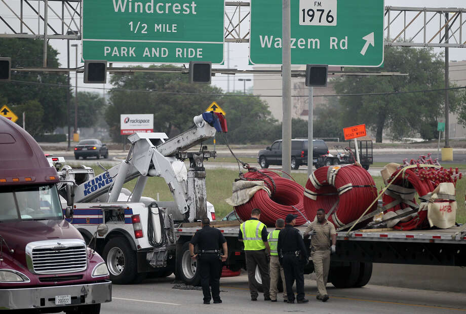 Interstate 35 southbound traffic near the Walzem road exit is moving slowly Wednesday April 17, 2013 after a flatbed big rig truck appeared to have lost part of its load. The inside lane is closed as a large wrecker replaces the load. Traffic in the southbound lanes are backed up for miles. Photo: JOHN DAVENPORT, SAN ANTONIO EXPRESS-NEWS / ©San Antonio Express-News/Photo may be sold to the public