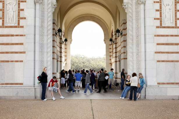 Parents and their children gather under the archway at Lovett Hall prior to a campus tour for prospective students on the campus of Rice University.(Todd Spoth/Houston Chronicle)