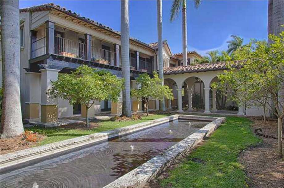 Matt Damon is reportedly selling his 12,000-square foot mansion on Miami Beach.