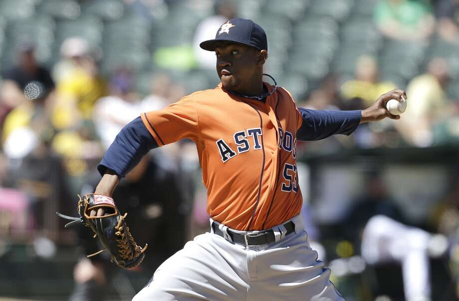 Astros pitcher Wesley Wright delivers a pitch in the fifth inning.