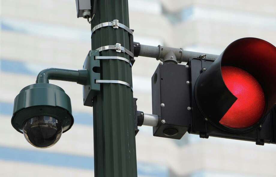 Camera watches from a traffic light downtown. Photo: Melissa Phillip, Staff / © 2011 Houston Chronicle