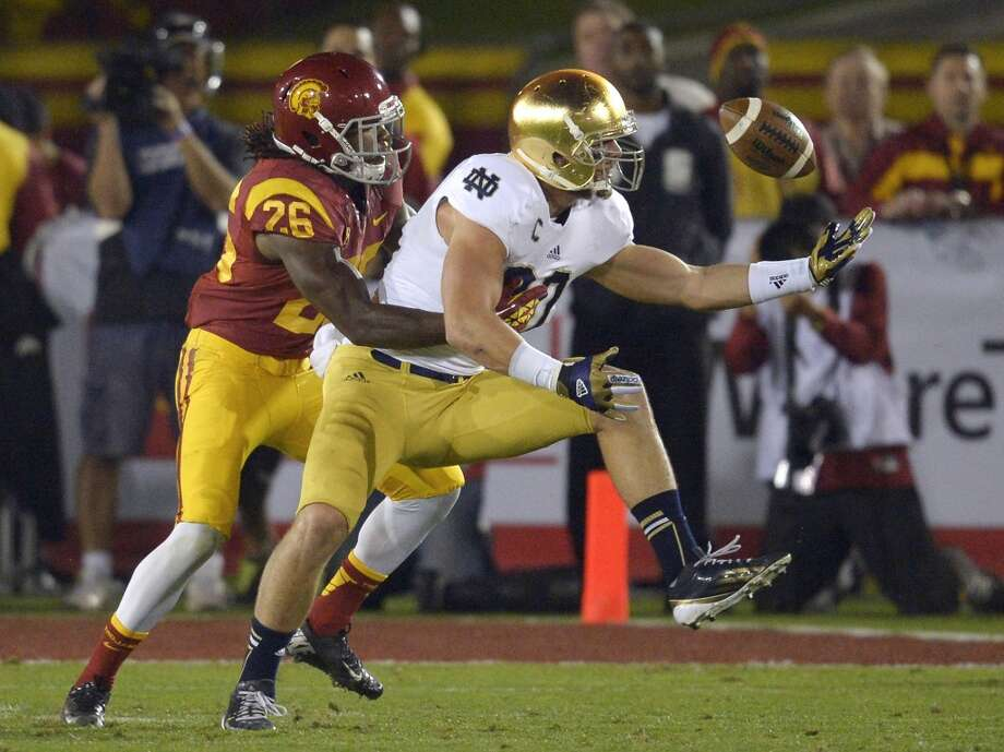 Tyler Eifert6-6, 250, 4.68, Notre Dame  A big-time prospect who lined up at right end, in the slot and wide last season, when he caught 50 passes for 685 yards and four touchdowns. Entered the draft as an underclassman because he's guaranteed to be the first tight end selected. Excellent size, good speed. Quick, strong hands. Fights for the ball. Knows how to position himself when making a catch. Breaks tackles. Looks skinny at his height. Needs to add bulk and strength. Will go in the first round.