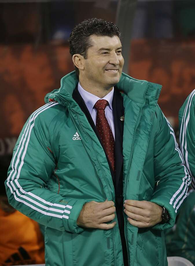 Mexico coach Jose Manuel de la Torre smiles before the start of an international friendly soccer match against Peru on Wednesday, April 17, 2013, in San Francisco. (AP Photo/Marcio Jose Sanchez) Photo: Marcio Jose Sanchez, Associated Press