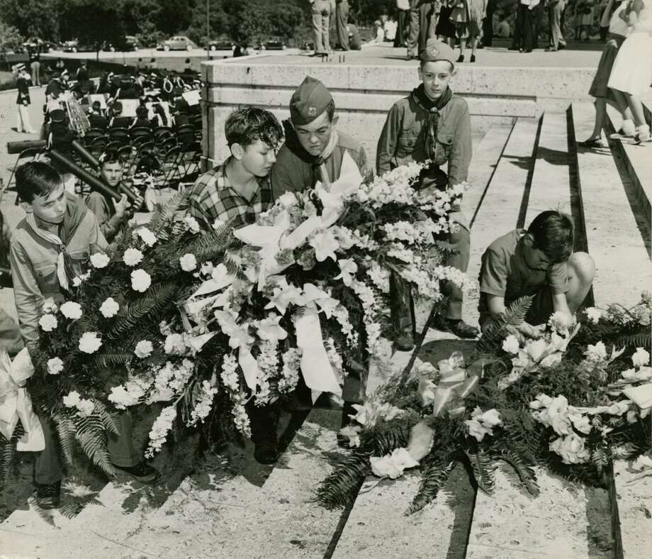 04/21/1947 - Boy Scouts place wreaths at San Jacinto Monument honoring the dead from the Texas City explosion of the S.S. Grandcamp as well as the 111th anniversary of the Battle of San Jacinto. Bill Nottingham / Houston Post  Photo: Bill Nottingham, Houston Chronicle / Houston Post files