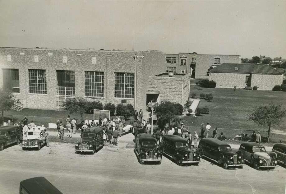 04/17/1947 - Texas City Disaster - hearses wait to transport identified bodies at Texas City high school gymnasium being used as makeshift morgue as people wait outside to enter to search for bodies of loved ones. staff / Houston Chronicle files Photo: Houston Chronicle Files / Houston Chronicle