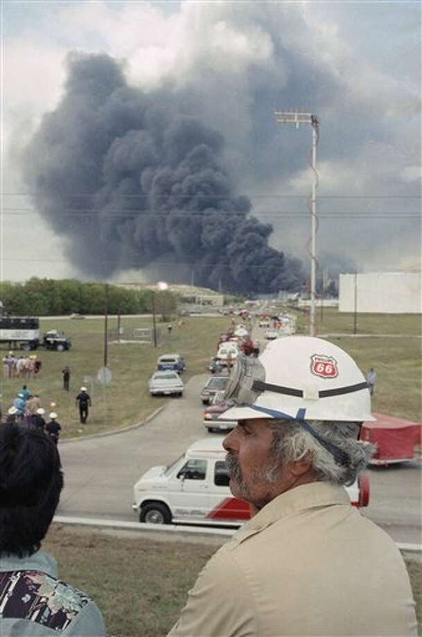 Oct. 23, 1989: Explosion at Phillips Petroleum Co. plastics plant in Pasadena kills 23 people and injures 130. Photo: Gaylon Wampler, Associated Press / AP1989