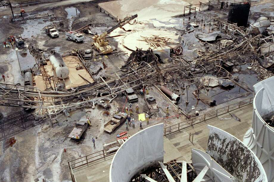 July 5, 1990:Explosion at Arco Chemical Co. chemical plant in Channelview kills 17 people. Photo: Associated Press
