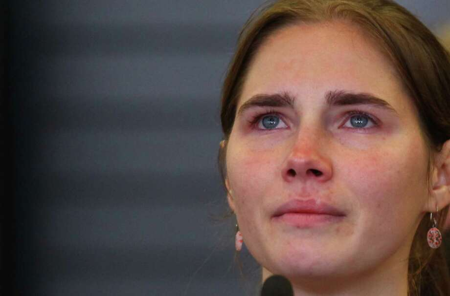 An emotional Amanda Knox upon her return to Seattle (Oct. 4, 2011). Photo: JOSHUA TRUJILLO / SEATTLEPI.COM