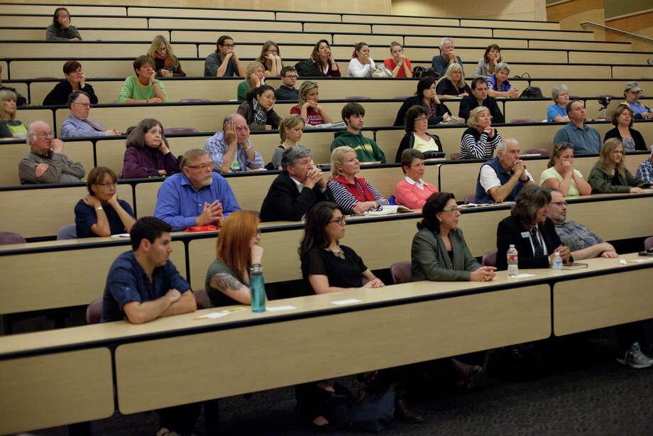 The audience listens as Raffaele Sollecito speaks at the University of Washington. Photo: JOSHUA TRUJILLO / SEATTLEPI.COM