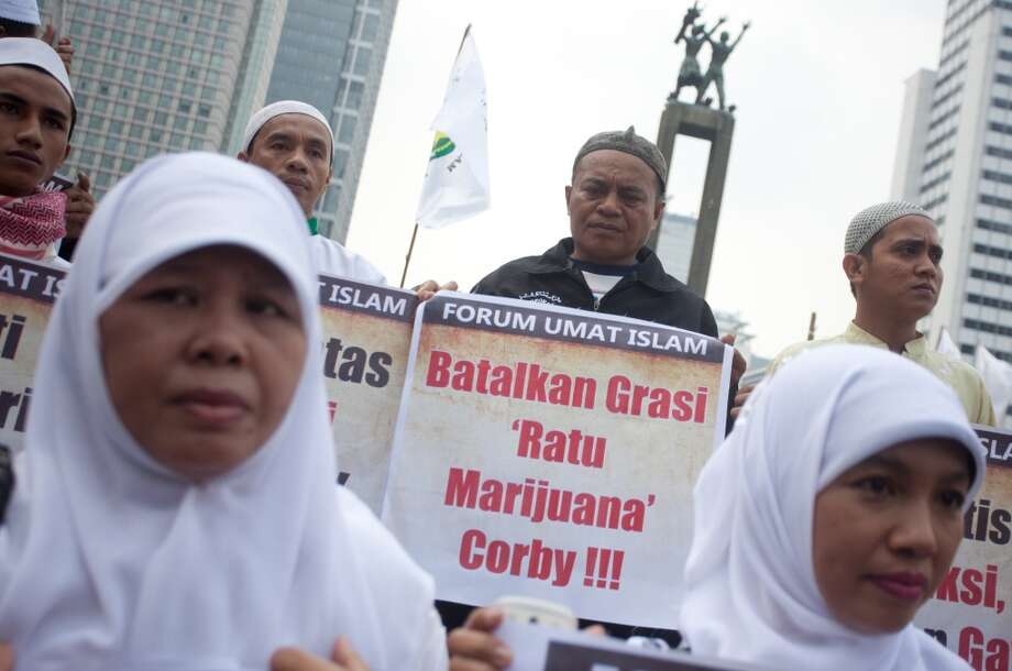 "An Indonesian Muslim activist holds a poster with the words ""cancel the clemency of the marijuana queen Corby"" during a protest against pornography and drugs in Jakarta on June 1, 2012.    (Photo by OSCAR SIAGIAN/AFP/GettyImages) Photo: AFP, AFP/Getty Images"