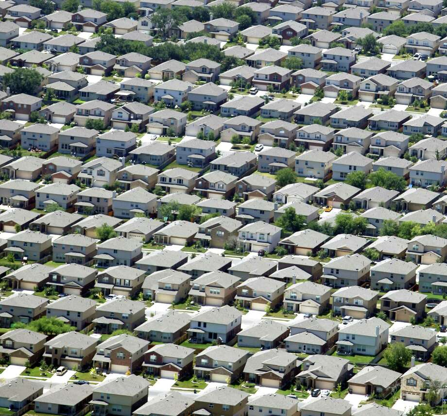 Riverstone at Alamo Ranch neighborhhod on the West Side. The appraisal district expects to mail about 300,000 notices to owners whose residences appreciated by more than $1,000. Photo: William Luther / San Antonio Express-News