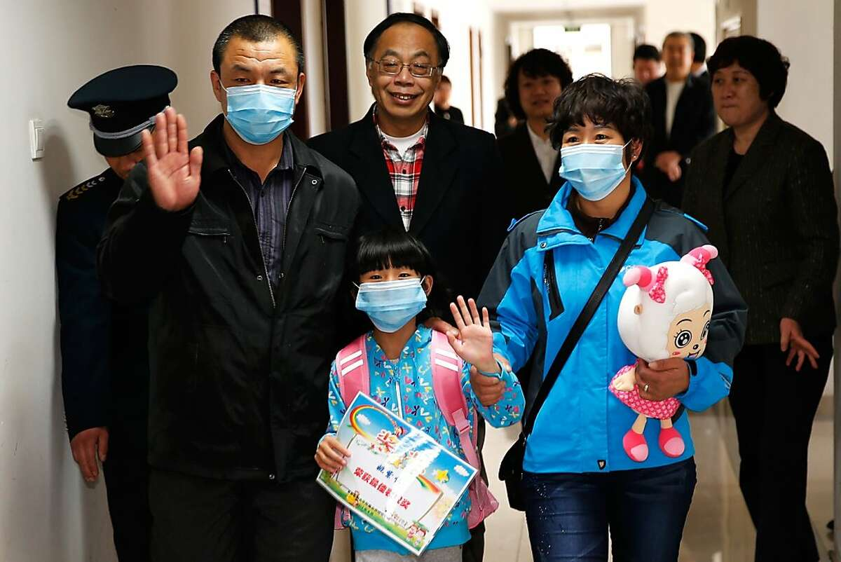 BEIJING, CHINA - APRIL 17: A seven-year-old girl, who was confirmed as Beijings first H7N9 bird flu case, is discharged from Beijing Ditan Hospital on April 17, 2013 in Beijing, China. China has reported 77 H7N9 bird flu cases in the country, with 16 deaths.. (Photo by Lintao Zhang/Getty Images)