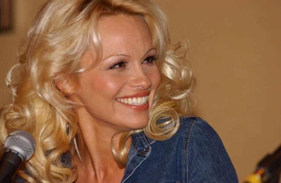 Pamela Anderson, 2002.