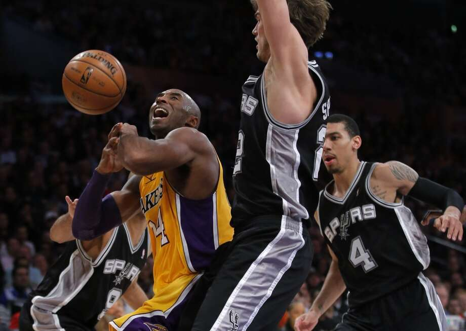 Los Angeles Lakers\' Kobe Bryant (left) is defended by the Spurs\' Tiago Splitter in the second half in Los Angeles, Tuesday, Nov. 13, 2012. The Spurs won 84-82.